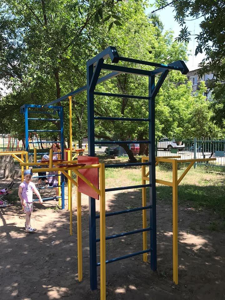 В Северодонецке продолжаются работы по установке детских площадок, фото-2