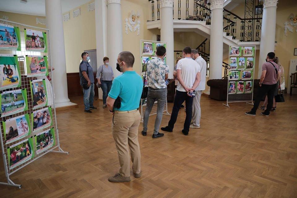 В Северодонецке открыли фотовыставку к Дню отца, фото-1