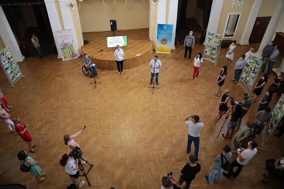 В Северодонецке открыли фотовыставку к Дню отца, фото-2