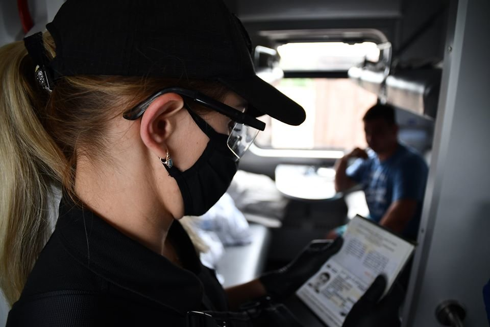 В Луганской области полицейские возобновили патрулирование в поездах, фото-1