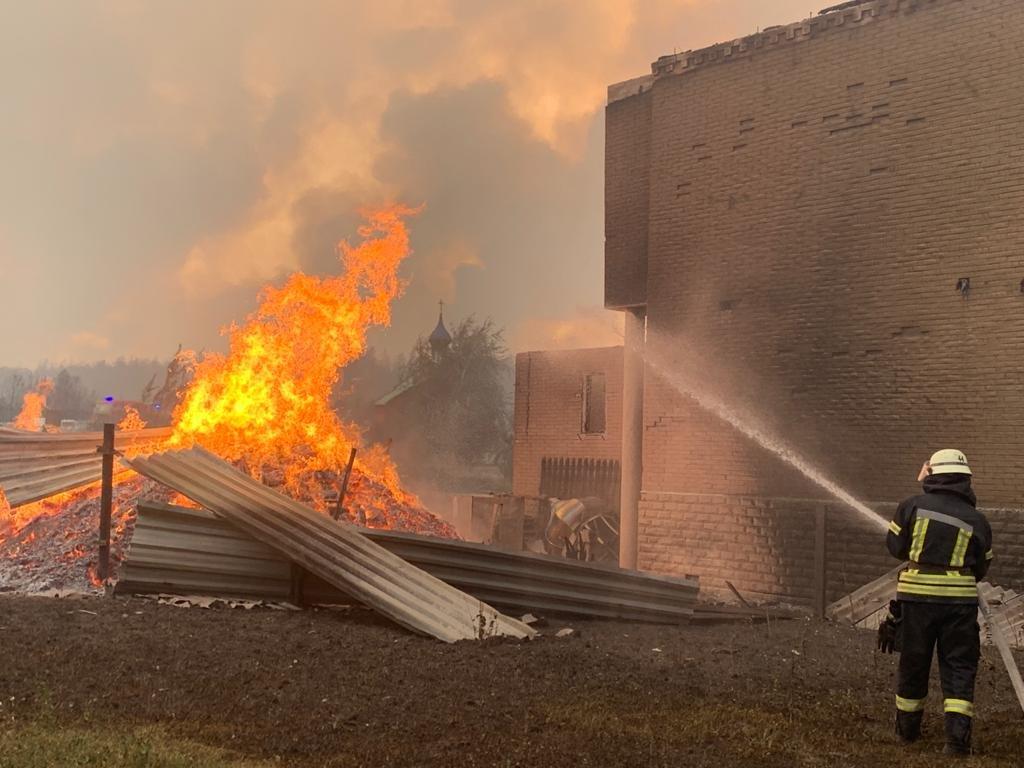 На Луганщине продолжается пожар: 5 человек погибло, 9 в больнице, фото-2