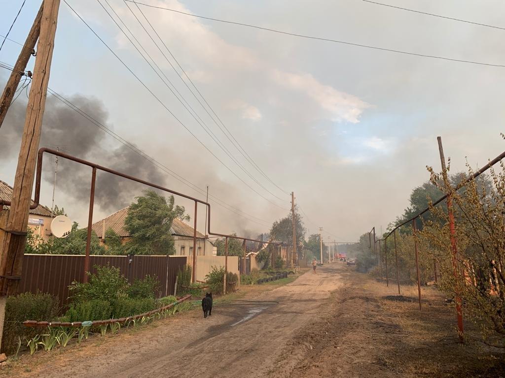 На Луганщине продолжается пожар: 5 человек погибло, 9 в больнице, фото-1