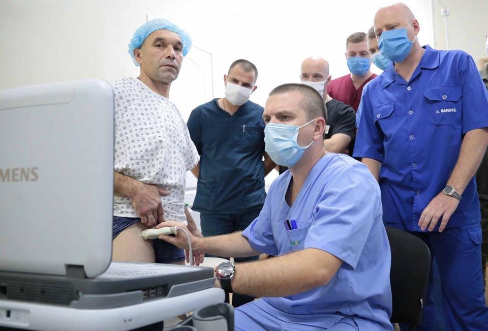 В Северодонецке впервые провели совместную операцию гражданский и военный  хирурги, фото-2
