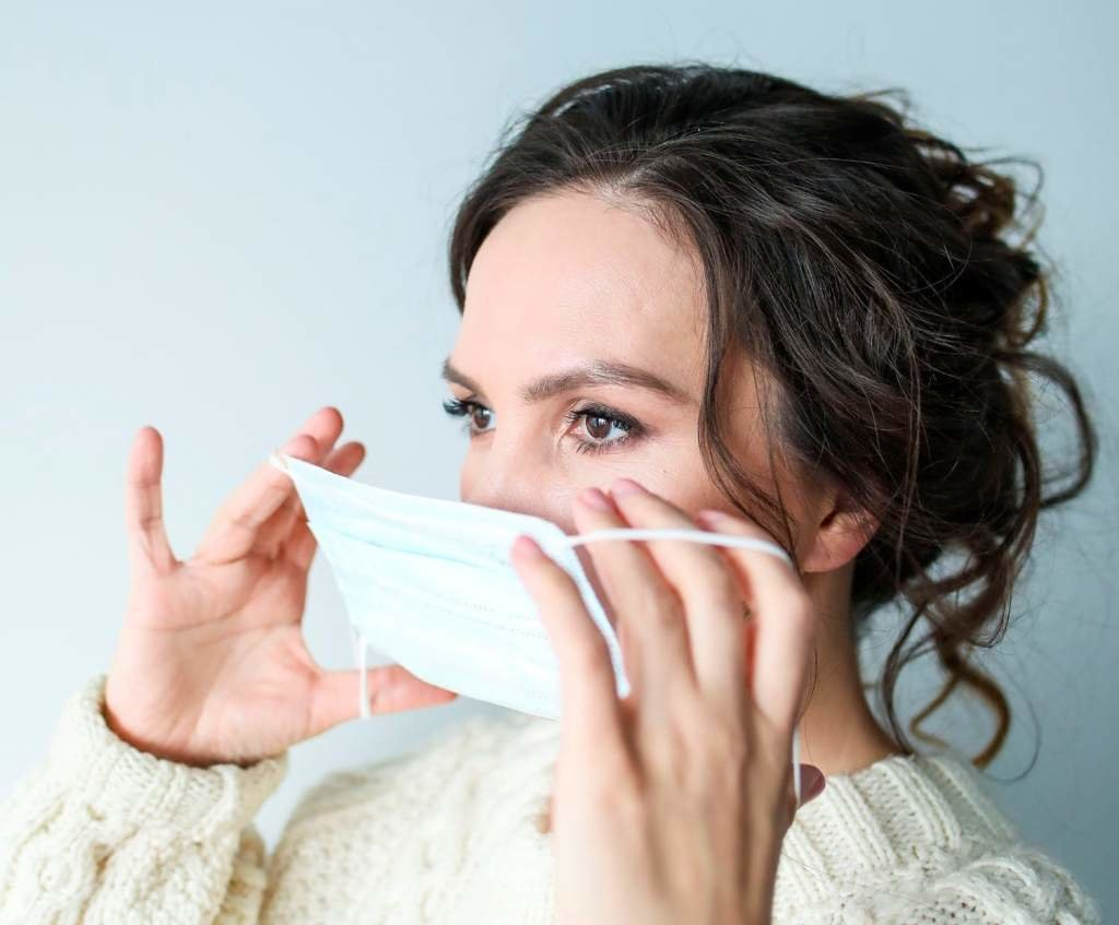 Как правильно носить медицинскую маску и чем грозит неправильное ее ношение , фото-1