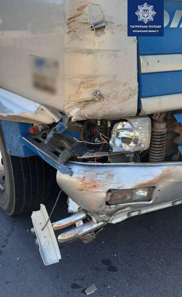 На Луганщине столкнулись грузовик, автомобиль и велосипедист , фото-2