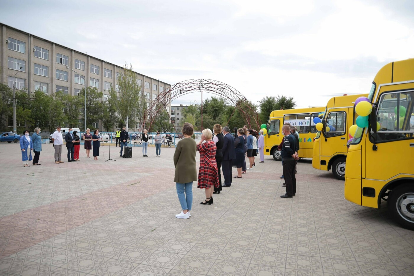 Школы Луганщины получили 4 новых автобуса, фото-2