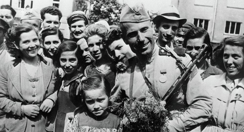 Украинцы празднуют День освобождения от фашистских захватчиков , фото-3