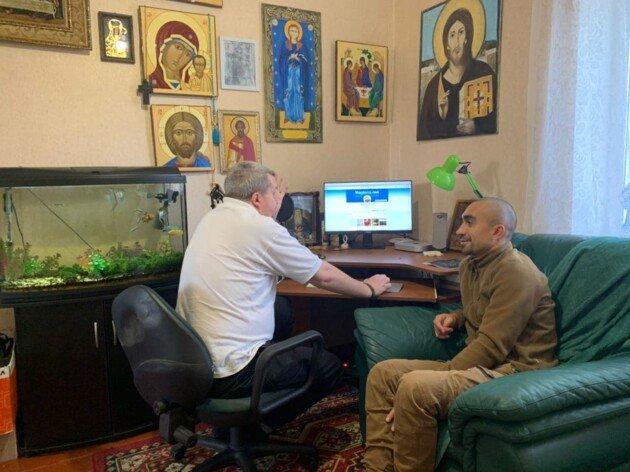 На Луганщине священник отпускает грехи по телефону и исповедует через фейсбук, фото-1