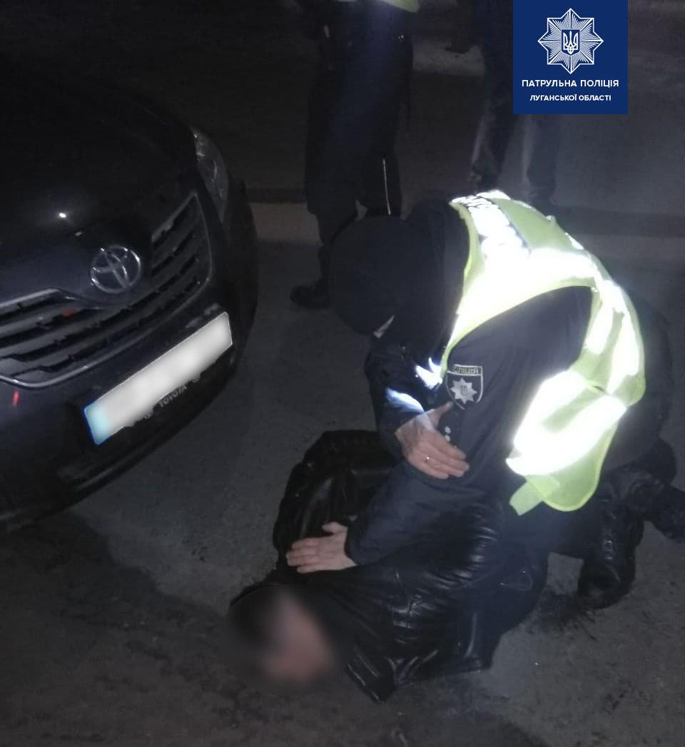 На Луганщине пьяный мужчина затеял драку с патрульным, фото-1
