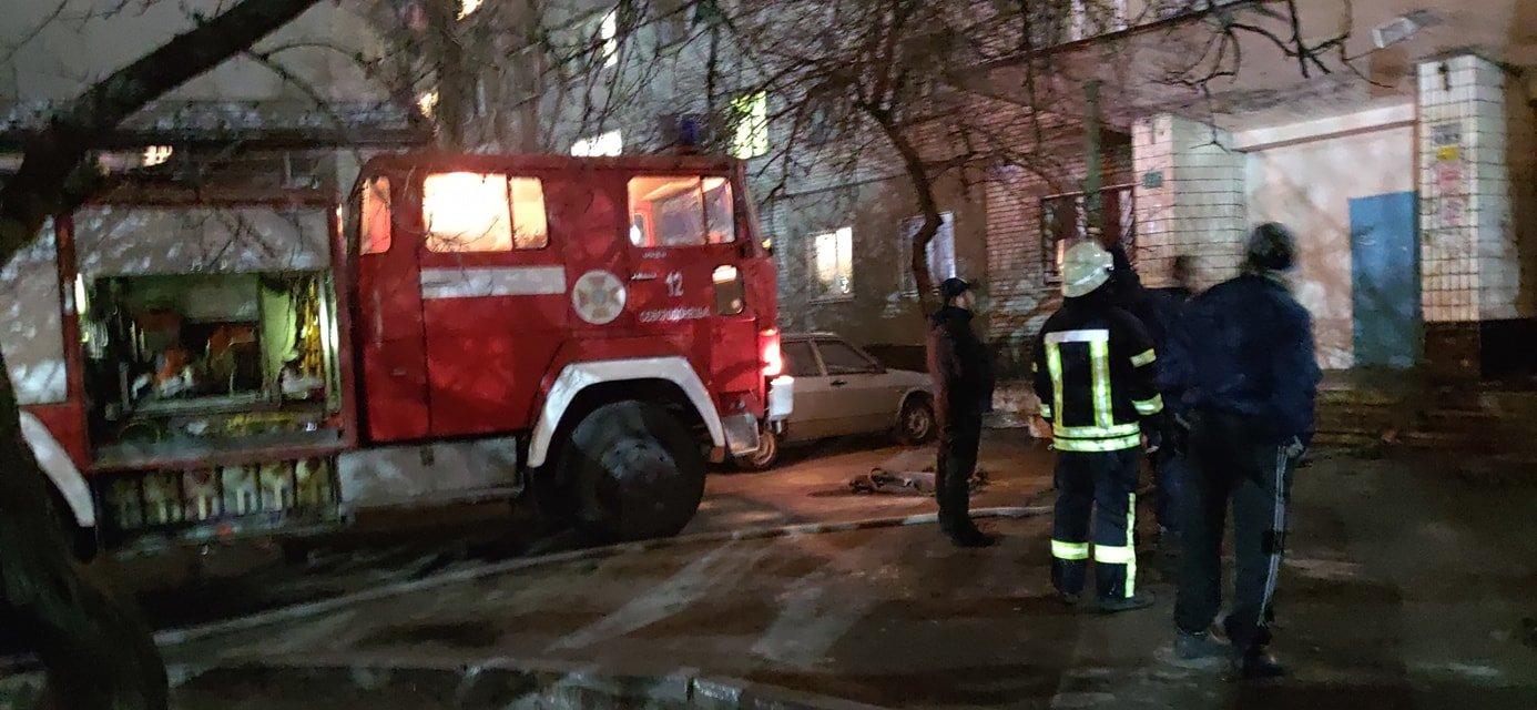 В Северодонецке во время пожара в общежитии пострадал мужчина (фото, видео) , фото-1