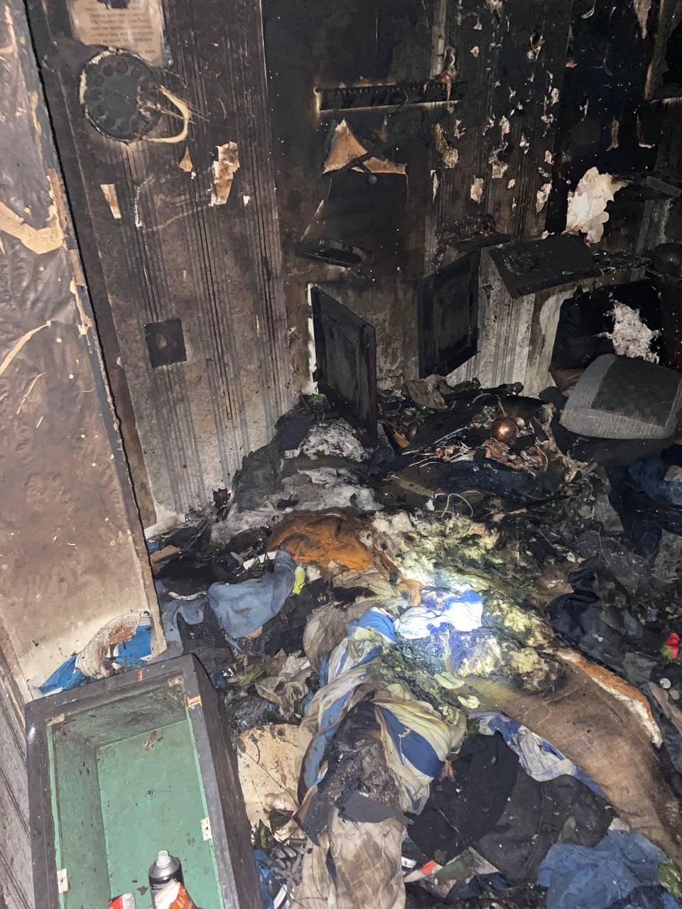В Северодонецке во время пожара в общежитии пострадал мужчина (фото, видео) , фото-6