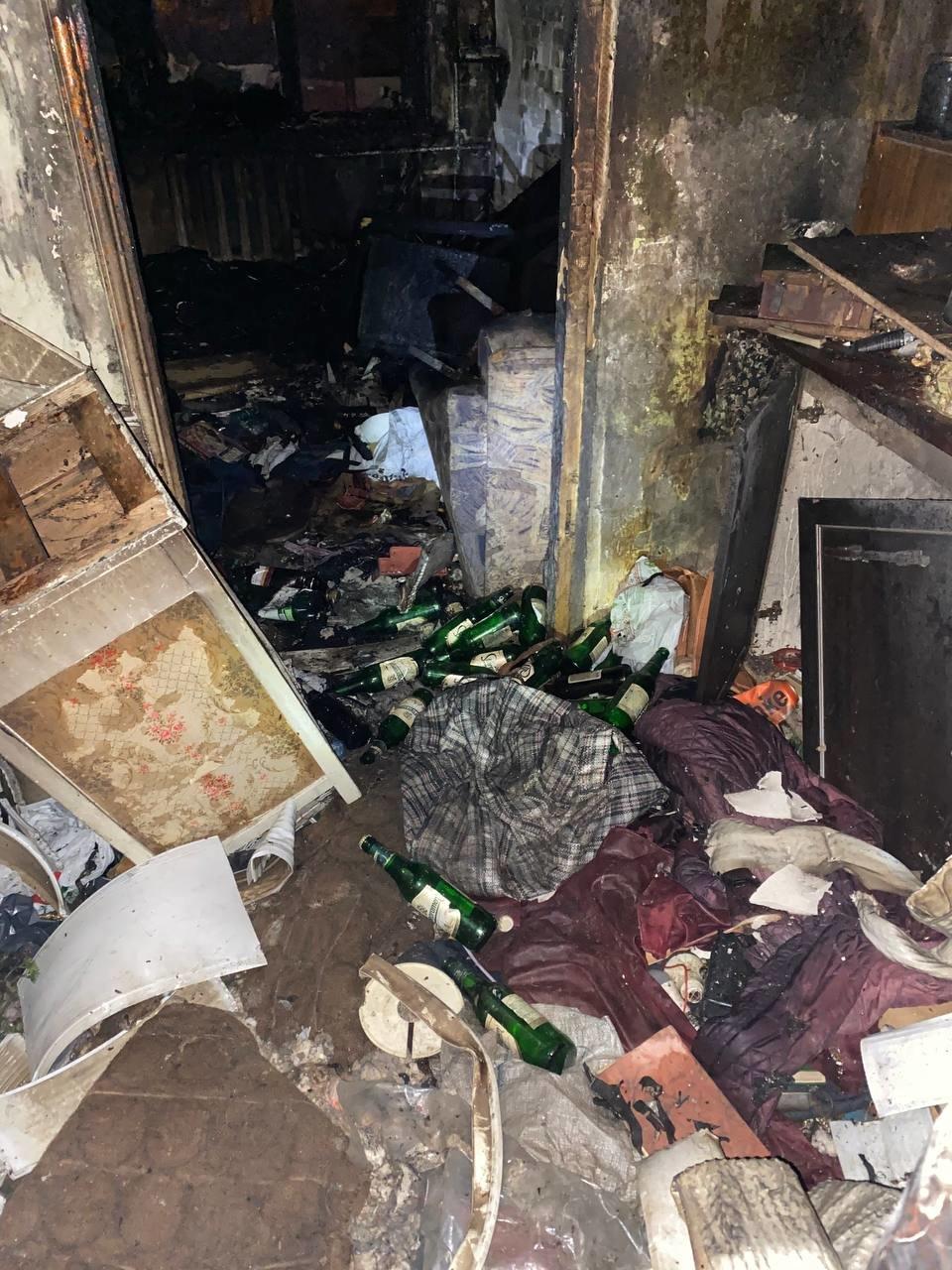 В Северодонецке во время пожара в общежитии пострадал мужчина (фото, видео) , фото-7