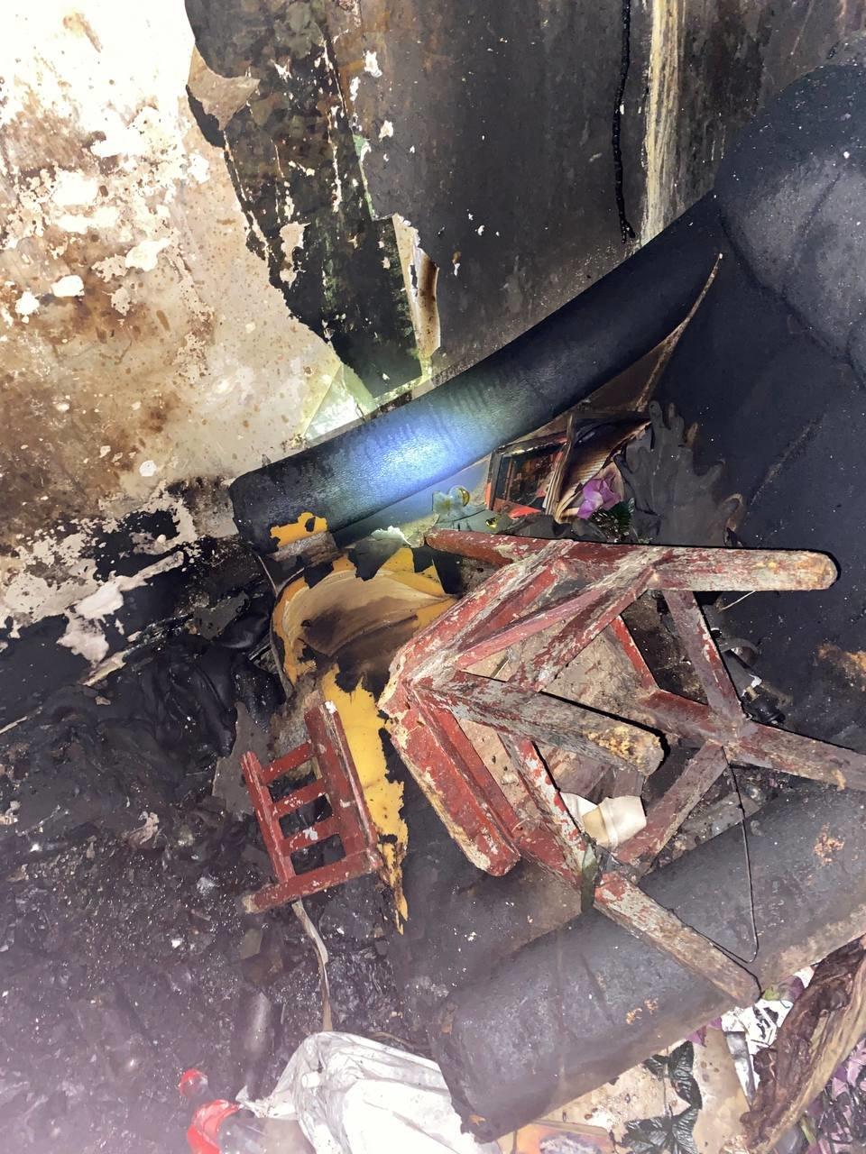 В Северодонецке во время пожара в общежитии пострадал мужчина (фото, видео) , фото-8