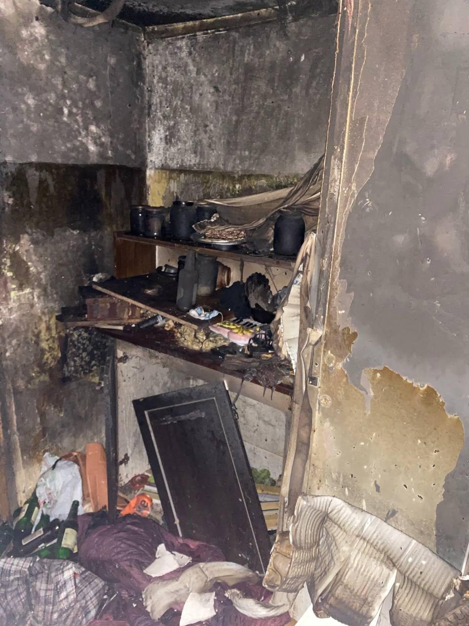 В Северодонецке во время пожара в общежитии пострадал мужчина (фото, видео) , фото-9