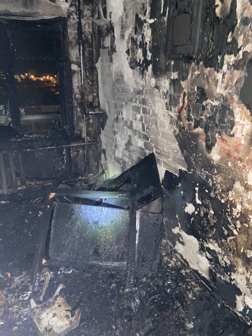 В Северодонецке во время пожара в общежитии пострадал мужчина (фото, видео) , фото-10