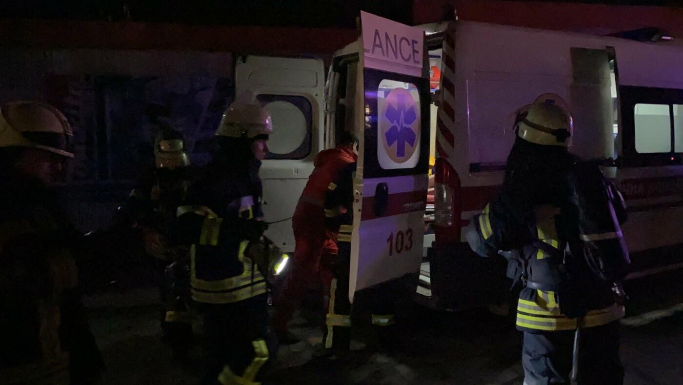 В Северодонецке во время пожара в общежитии пострадал мужчина (фото, видео) , фото-5