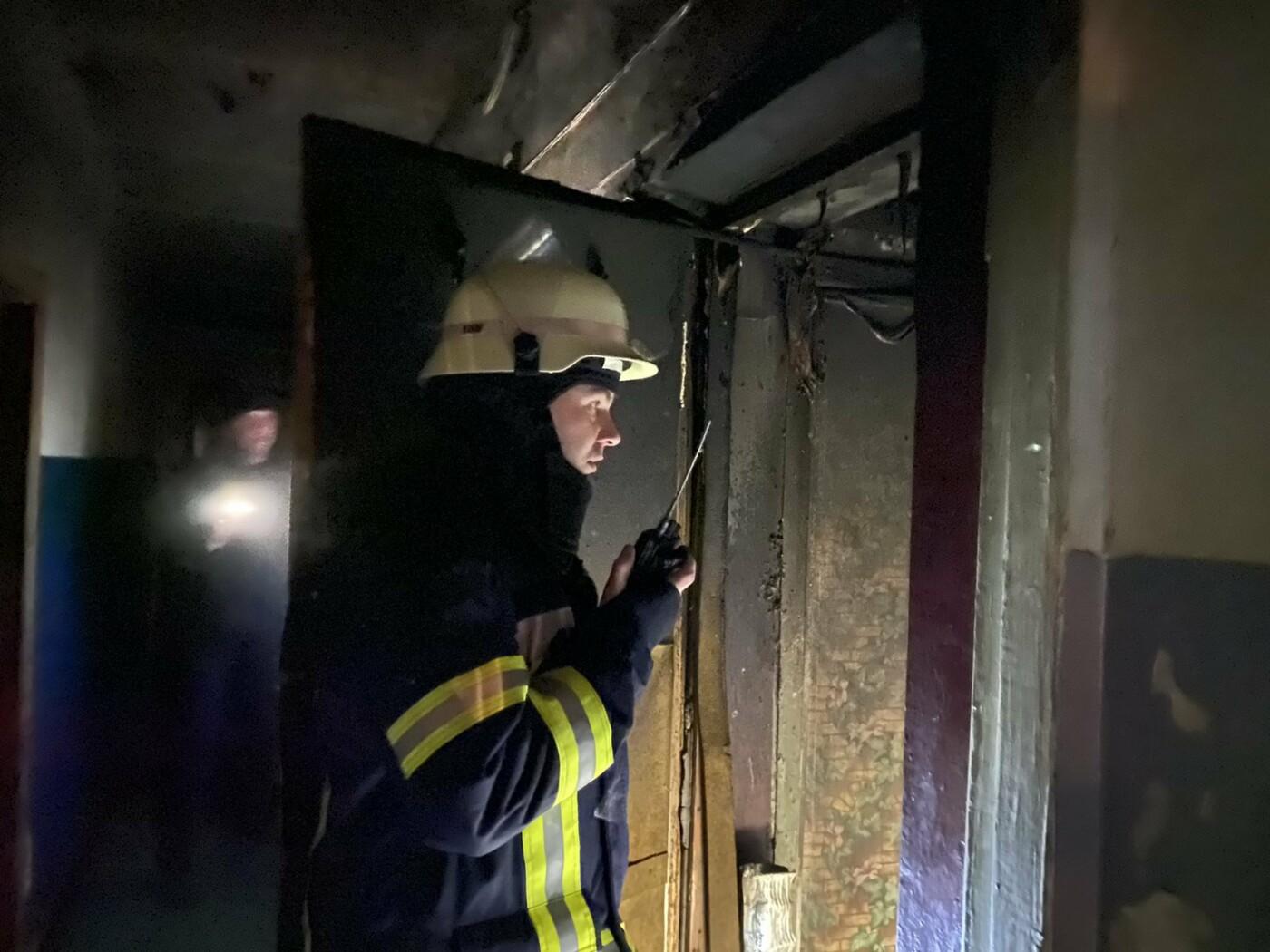 В Северодонецке во время пожара в общежитии пострадал мужчина (фото, видео) , фото-3