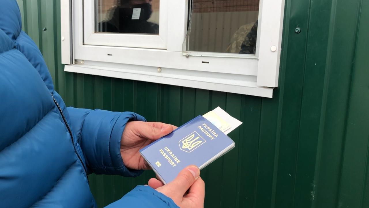 На Луганщине двое мужчин купили фальшивые справки об отсутствии коронавируса, фото-1