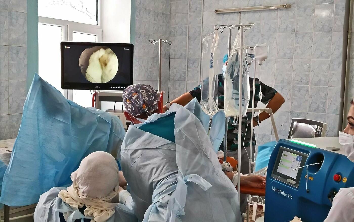 Врачи урологического отделения Луганщины впервые провели сложную операцию лазером, фото-1