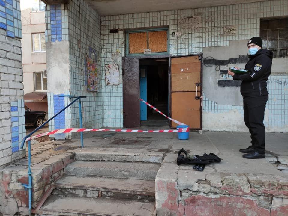 Опасное патрулирование: в Северодонецке на полицейского напал мужчина с ножом (фото), фото-3
