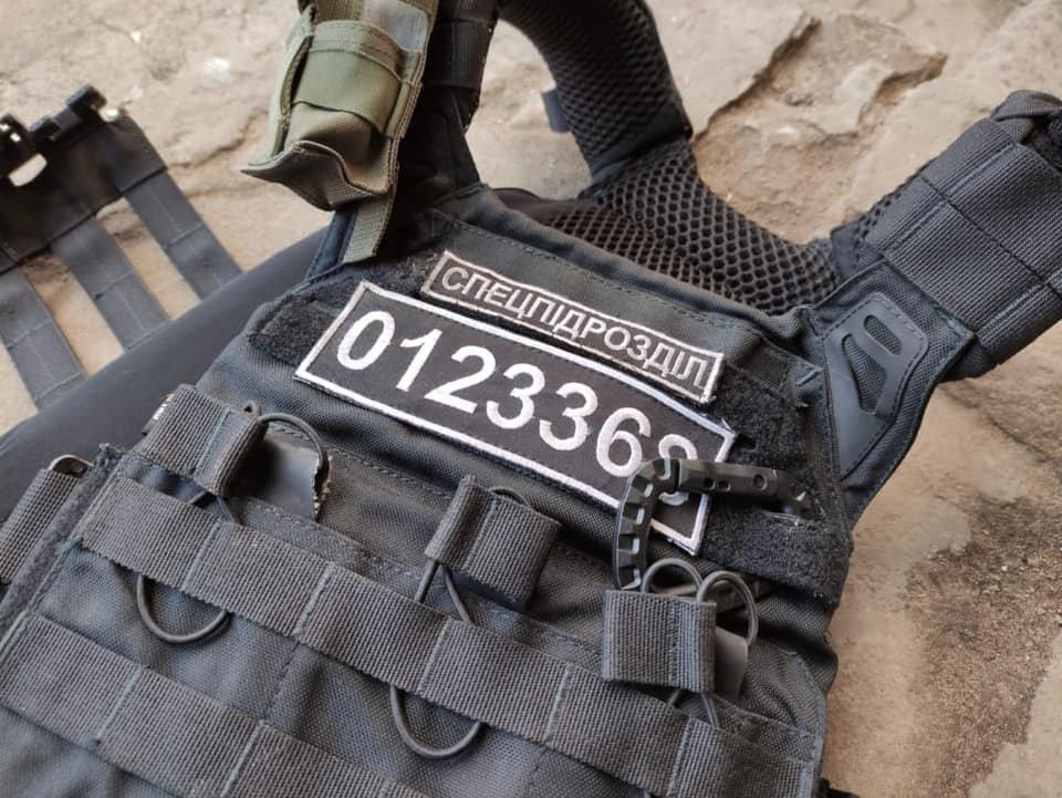 Опасное патрулирование: в Северодонецке на полицейского напал мужчина с ножом (фото), фото-2