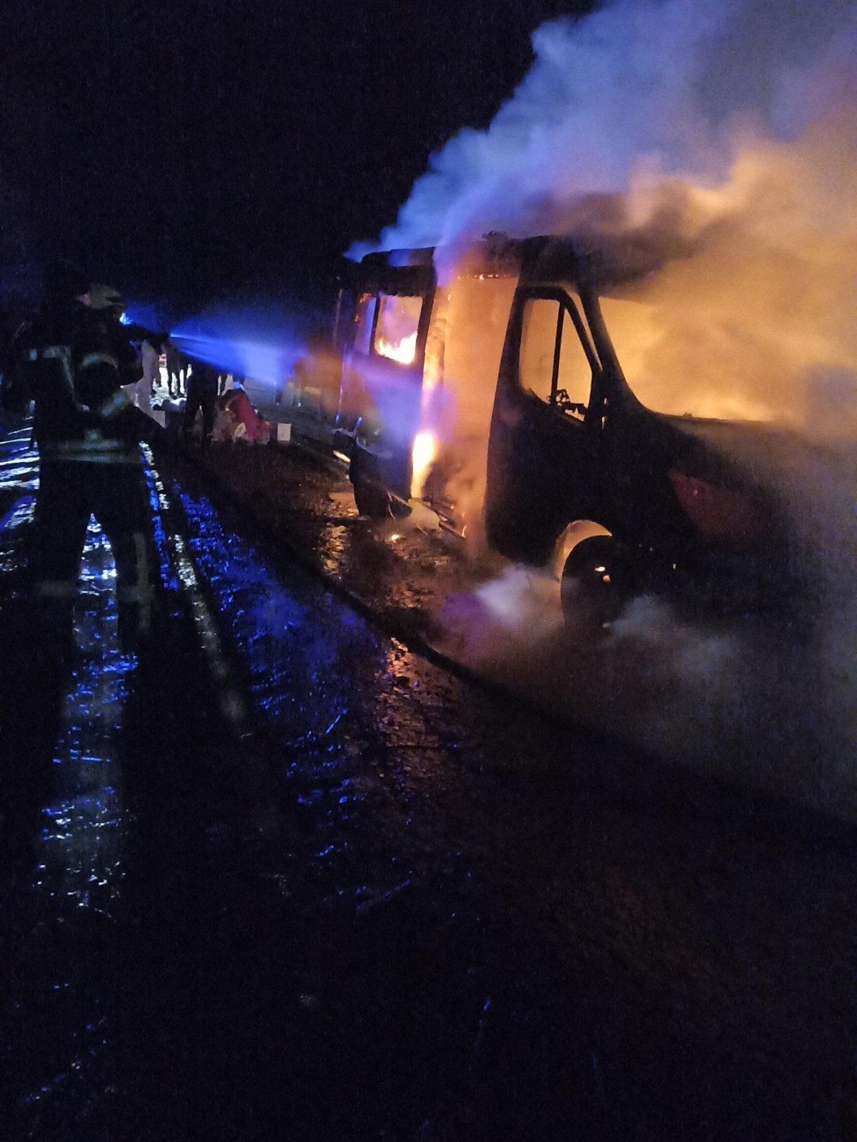 На Луганщине  во время движения загорелся автомобиль скорой помощи (фото) , фото-1
