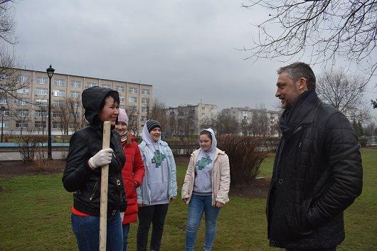 """В Северодонецке высадили """"семейные"""" деревья (фото) , фото-2"""
