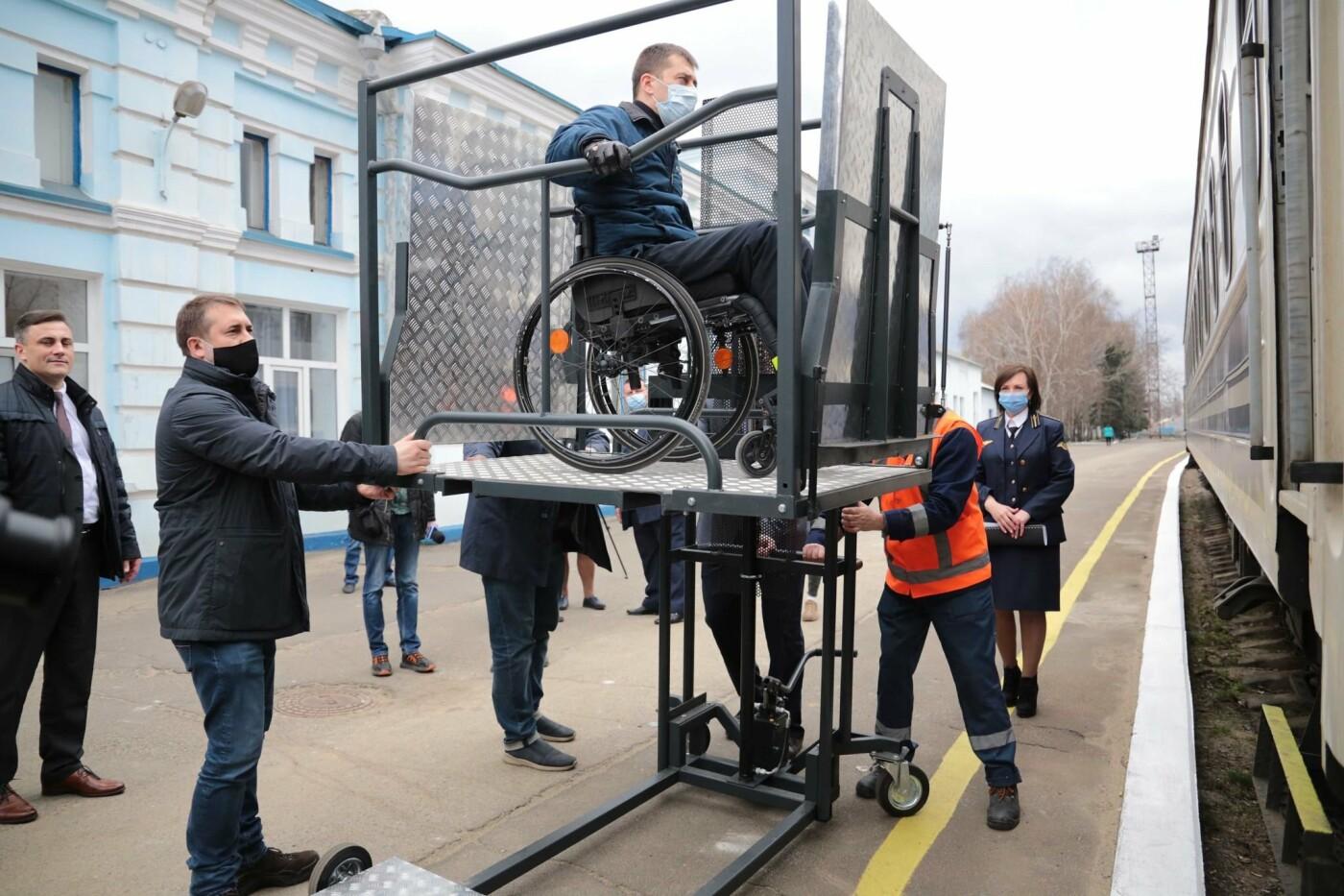 Для ЖД станций Луганщины закупили подъемные платформы для людей с инвалидностью, фото-1