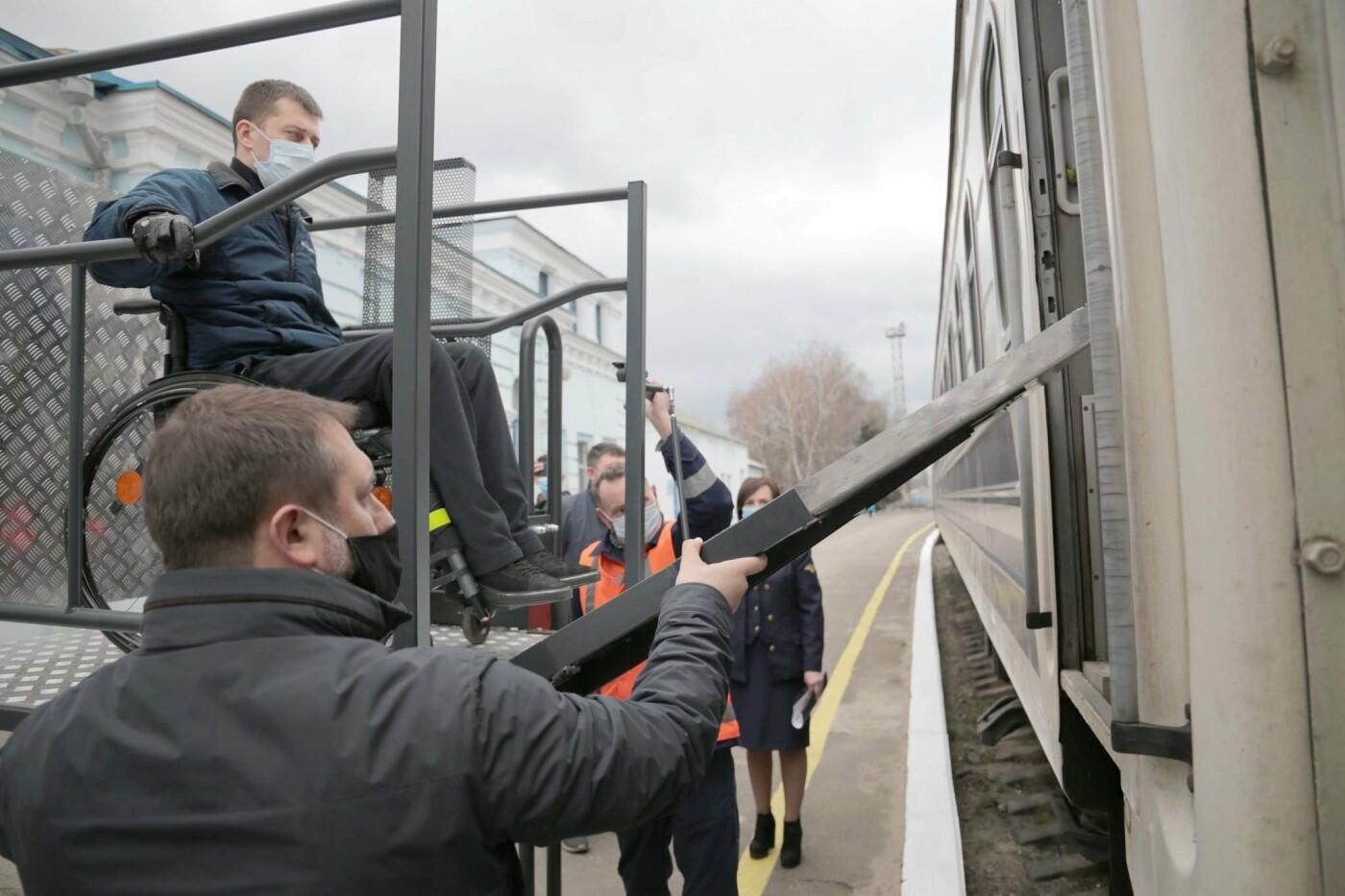 Для ЖД станций Луганщины закупили подъемные платформы для людей с инвалидностью, фото-2
