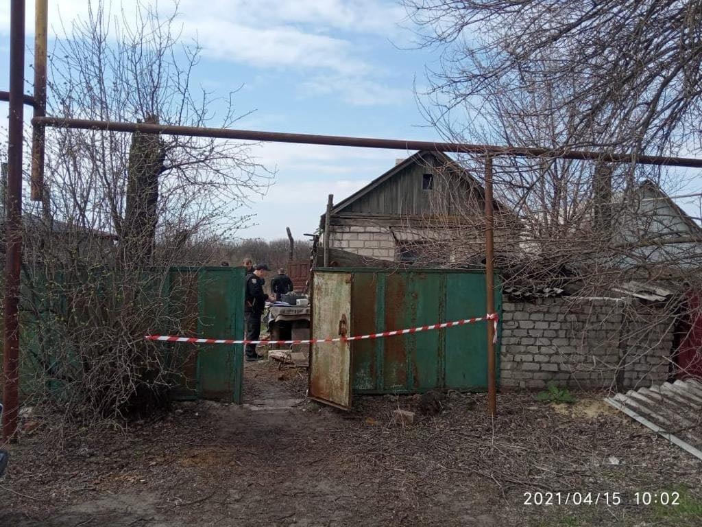 Полицейские на Луганщине случайно обнаружили два трупа в доме бывшего осужденного, фото-5