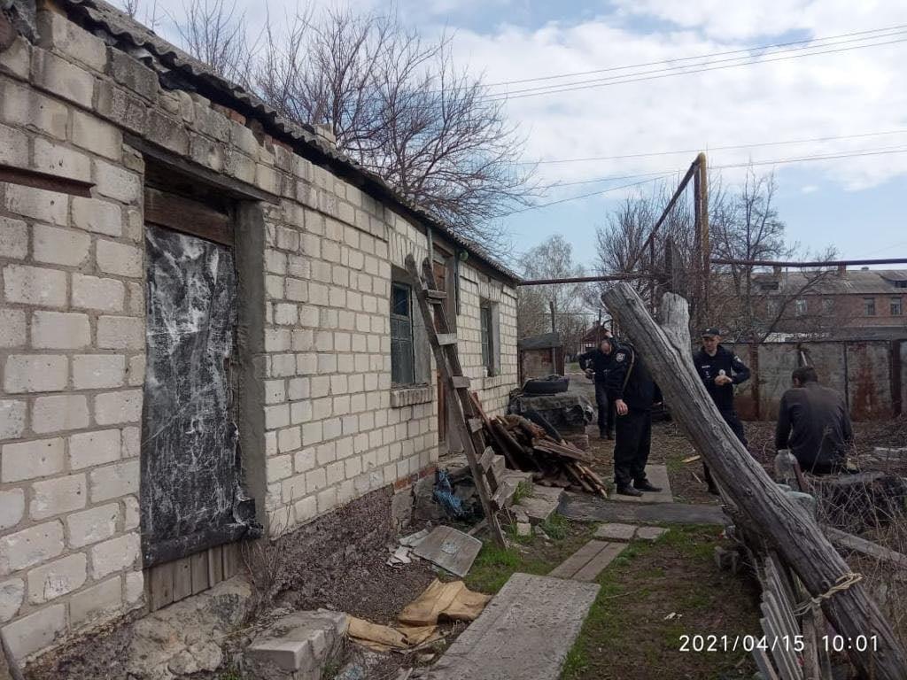 Полицейские на Луганщине случайно обнаружили два трупа в доме бывшего осужденного, фото-4
