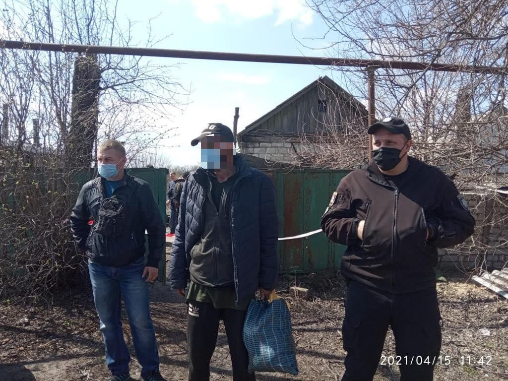 Полицейские на Луганщине случайно обнаружили два трупа в доме бывшего осужденного, фото-1
