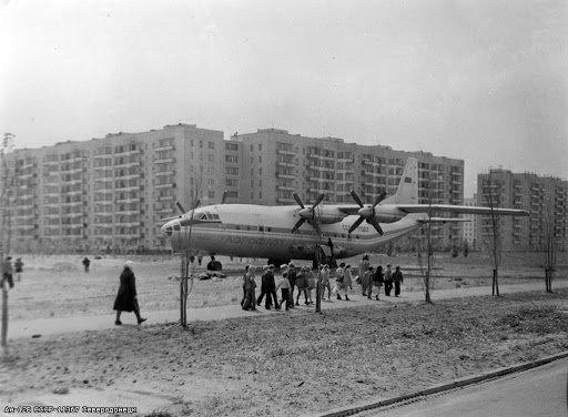 Самолёт в Северодонецке украшал улицу Космонавтов