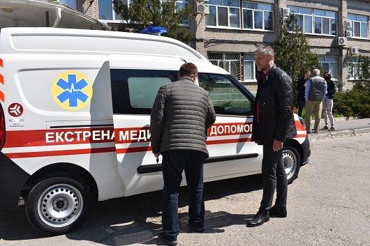 Северодонецка больница пополнилась собственным спецавтомобилем скорой помощи, фото-2