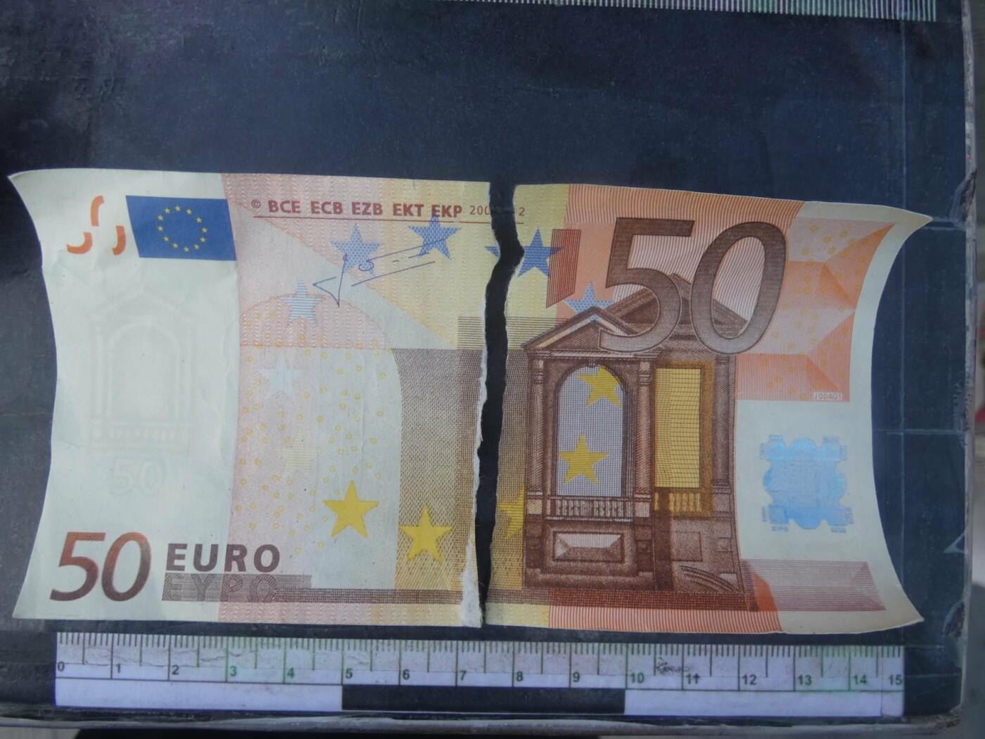 Северодонецкая пенсионерка пыталась обменять поддельные 50 евро, работник обменника не растерялся, фото-1