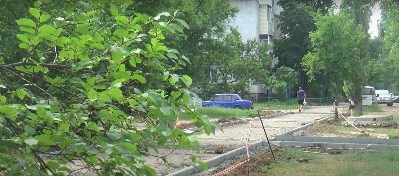В Северодонецке возле двух школ началась реконструкция тротуара, фото-1
