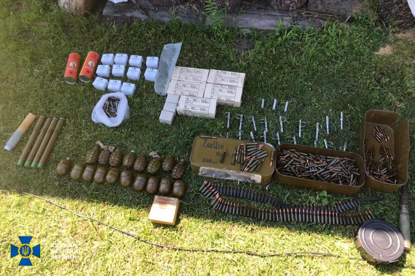 Гранаты, пистолеты, тротил: житель Луганщины скрывал тайник с боеприпасами, фото-1